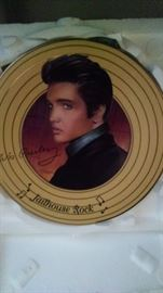 COLLECTIBLE ELVIS PLATE