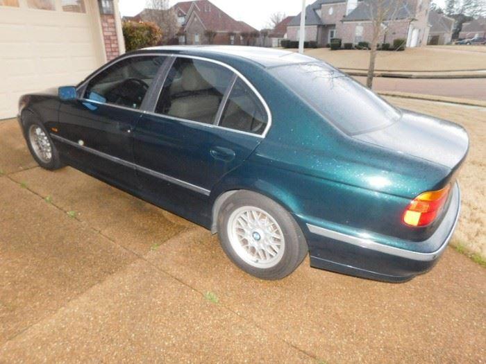 1999 BMW Model 528