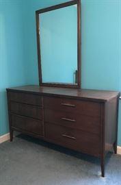Mid-Century Modern Broyhill Saga dresser and etched mirror