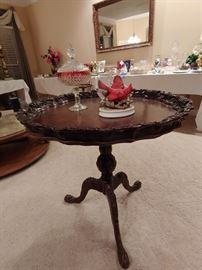 Piecrust table