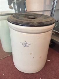 8 gallon crock with lid