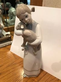 "Lladro girl holding lamb #1010 Retired 8.5"" tall"