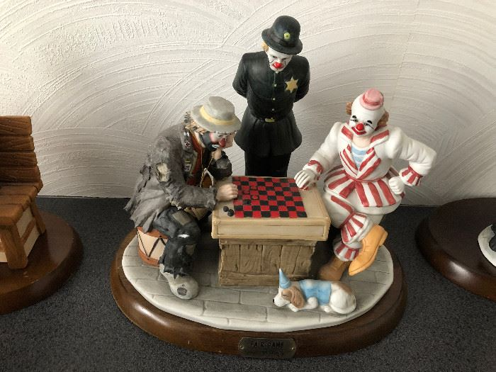 Emmet Kelly Jr. Flambro Figurine Fair Game Clowns Checkers Cop Figurine signed