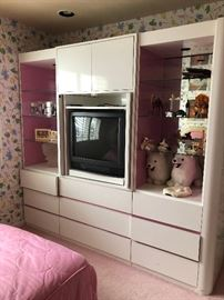 Laminate wall Unit white and Pink great for your daughters room. Lots of storage, 9 drawers