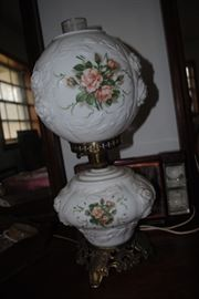 Gone with the Wind Lamp - has some repairs