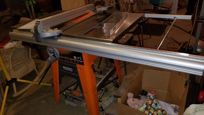 Ridgid table saw, with attachments, model TS3650, barely used