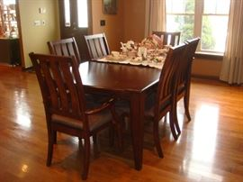 Table with 6 chairs, leaf and pads