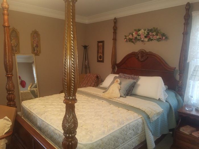 Four poster wooden bed (Queen)