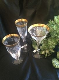 Beautifully etched crystal with gold rims - 3 size sets
