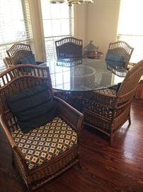 Kitchen/Patio table and 6 chairs