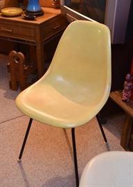 Howard Miller Mid Century Modern Fiberglass / Molded Plastic Chairs (2)