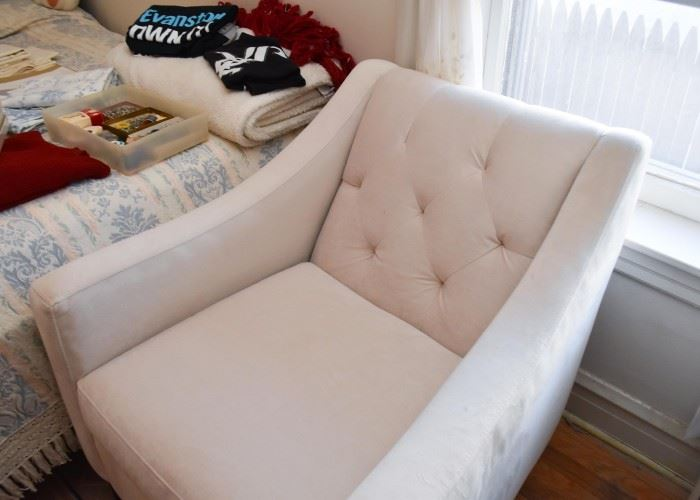 Contemporary Armchair with Tufted Back