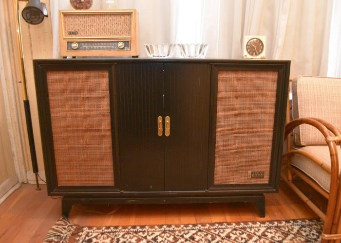Vintage Zenith Extended Stereophonic High Fidelity Music Cabinet (with AM / FM Radio & Turntable)