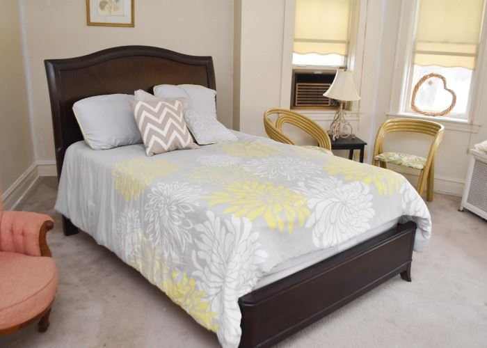 Contemporary Dark Wood Full Size Bed (Headboard & Footboard)
