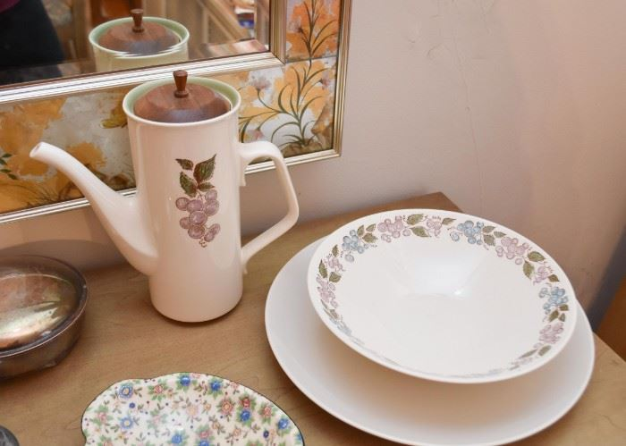 Coffee / Teapot, Serving Bowl, Dishes