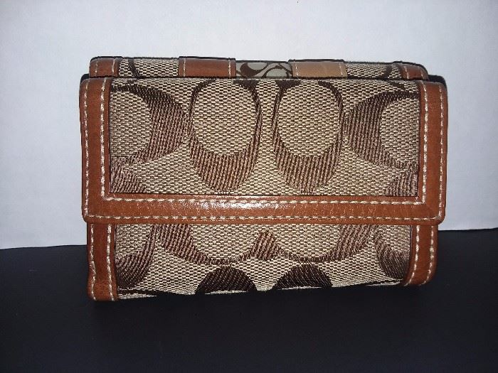 Coach Wallet (BRAND NEW WITH TAGS!)