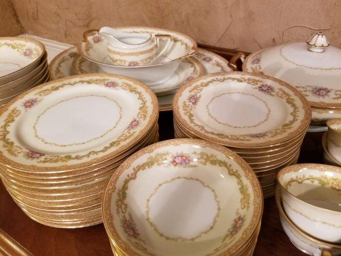 Beautiful dish set with many pieces