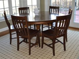 Round pedestal table with 6 Pottery Barn chairs