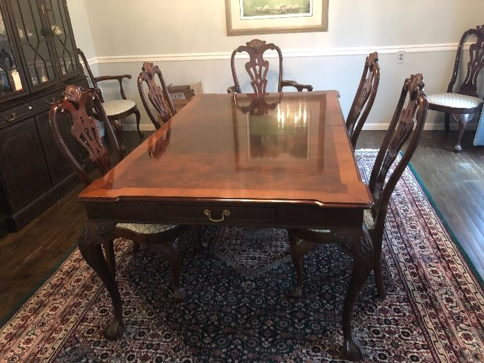 HENREDON Dining Room Table & Chairs