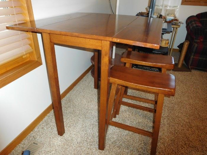 table with 2 stools
