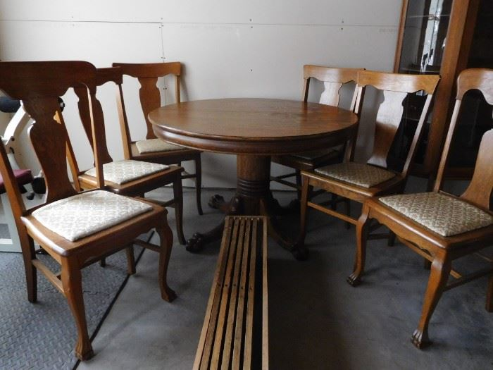 antique oak table with 6 chairs/5 leaves