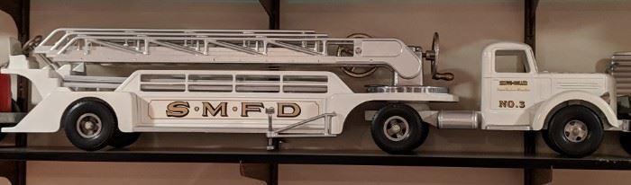 Smith Miller Fred Thompson SMFD White Ladder Fire Truck
