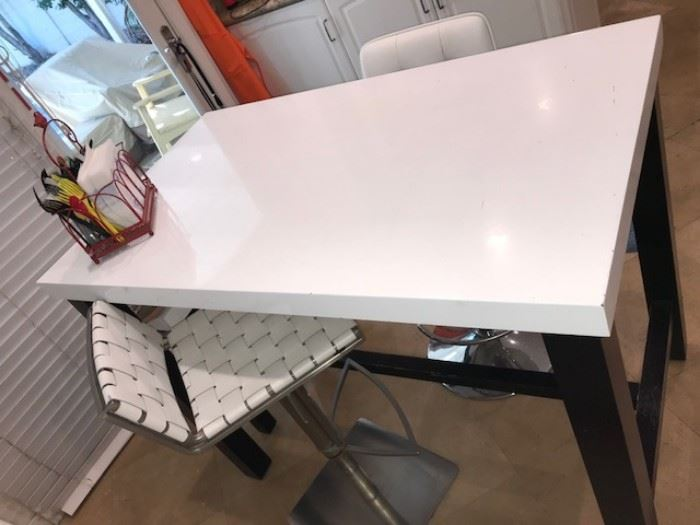Black and white breakfast table with three leather and chrome chairs