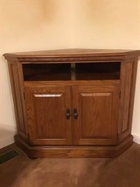 Wooden corner TV stand https://ctbids.com/#!/description/share/98824
