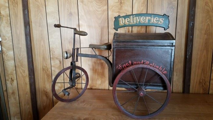 Vintage Style Delivery Bicycle Decor