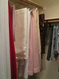 Blankets & Table Cloths