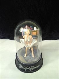 Marilyn Monroe musical globe