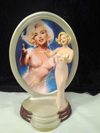 Resin Marilyn Monroe statue and plate