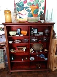 Nice bookshelf unit with adjustable shelves.