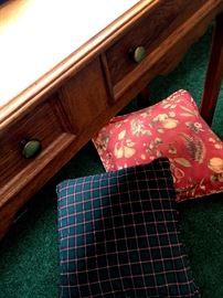 Super Pretty Sofa Table!...