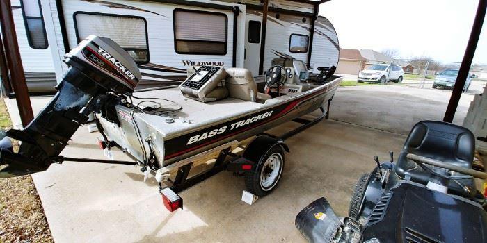 1998 Bass Tracker Pro 165 Fishing Boat