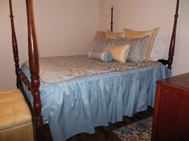 Pretty Mahogany Four Poster/Queen Size Bed