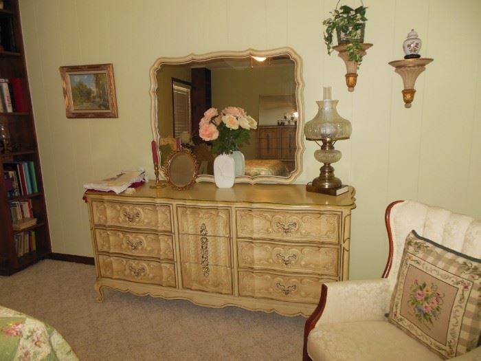 Stunning Vintage Triple Dresser Lamp and All Decorative Accessories