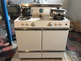 """Retro """"RCA Estate"""" Stove and Oven, beautiful condition!"""
