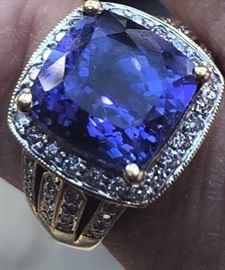 10.5 Karat 18kt. Gold Tanzanite Ring. Size 7