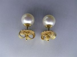 Cultured Pearl earrings, with gold backing 8 Centimeters