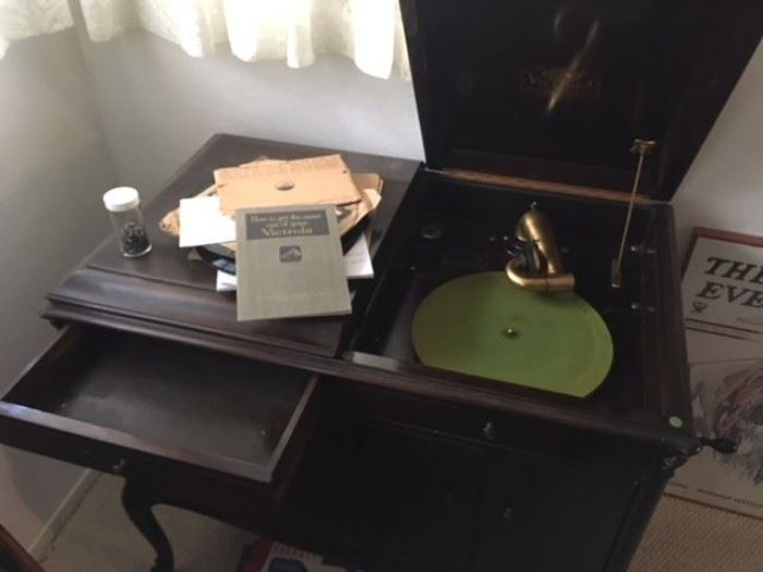Victrola Talking Machine - in working condition from 1903.