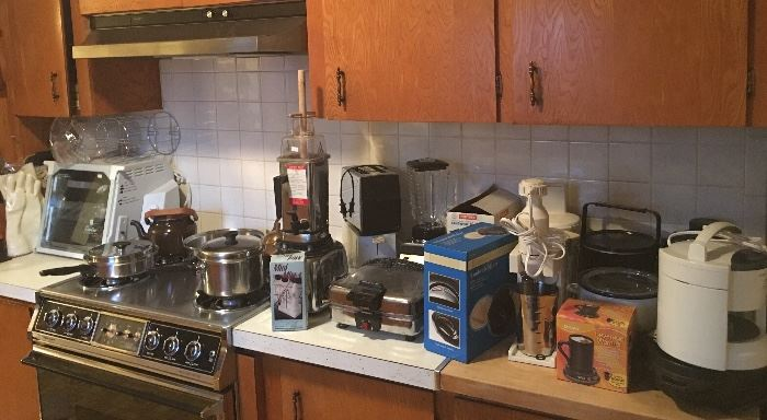 Tons of Vintage / Antique / Primitive / Primitives & Newer Kitchen Items!