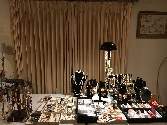 Nice Selection of Vintage & Costume Jewelry