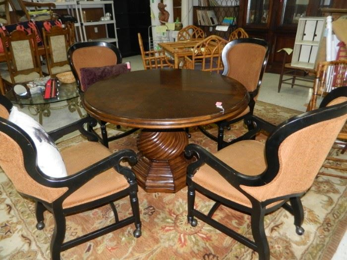 Round pedestal table w/4 rolling chairs