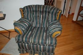 Cushioned chair - Walter Furniture