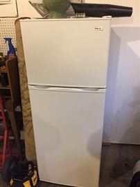 Small refrigerator/freezer