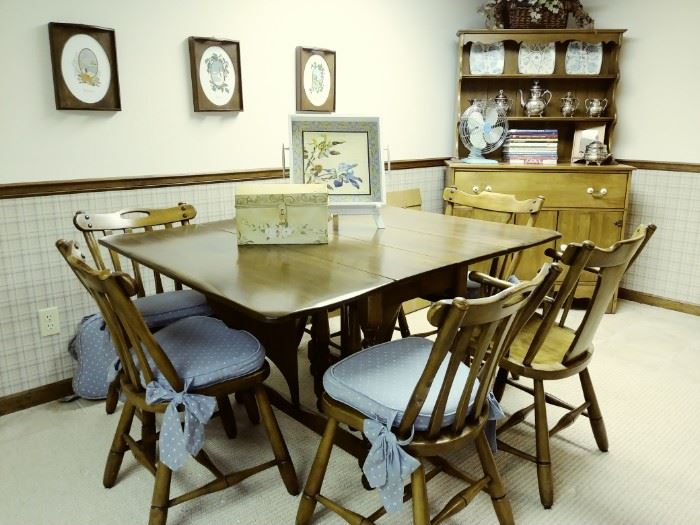 Vintage gate leg table and 6 chairs