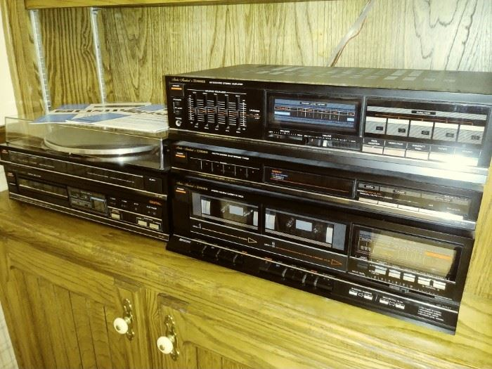 Fisher stereo system and speakers