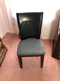 Faux leather office desk chair https://ctbids.com/#!/description/share/100180
