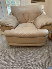 Natuzzi beige leather oversized chair https://ctbids.com/#!/description/share/100186